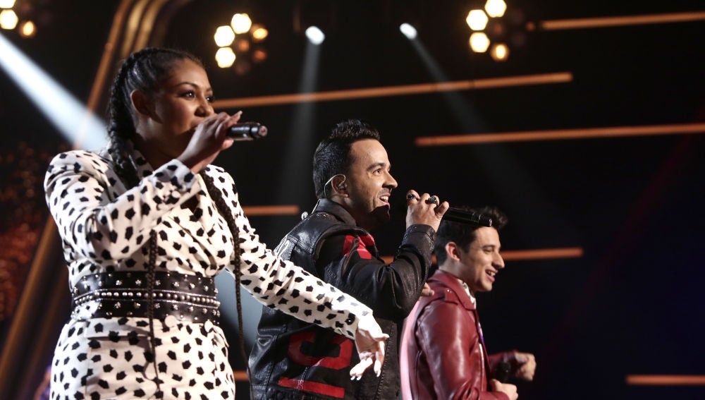 VÍDEO: Luis Fonsi canta 'Échame la culpa' con Linda Rodrigo y Alex Palomo en los Directos de 'La Voz'