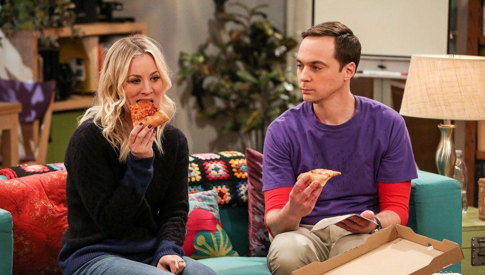 Kaley Cuoco y Jim Parsons en 'The Big Bang Theory'