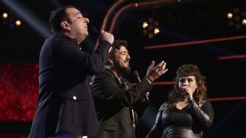 Antonio Orozco canta 'Temblando' con Lia Kali y Javi Moya en los Directos de 'La Voz'