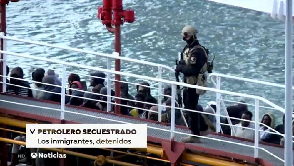 Detenidos los inmigrantes libios que secuestraron un petrolero para evitar ser deportados