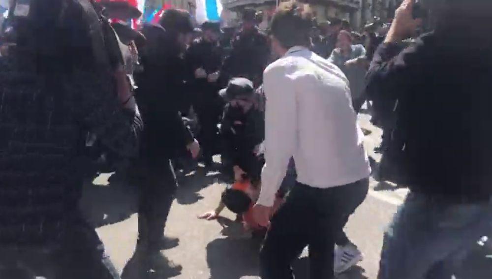 Enfrentamientos entre trabajadores de Alcoa y la Policía frente al Congreso termina con un manifestante detenido