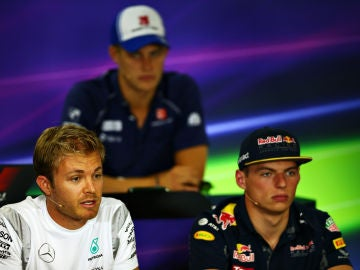 Nico Rosberg y Max Verstappen, en rueda de prensa