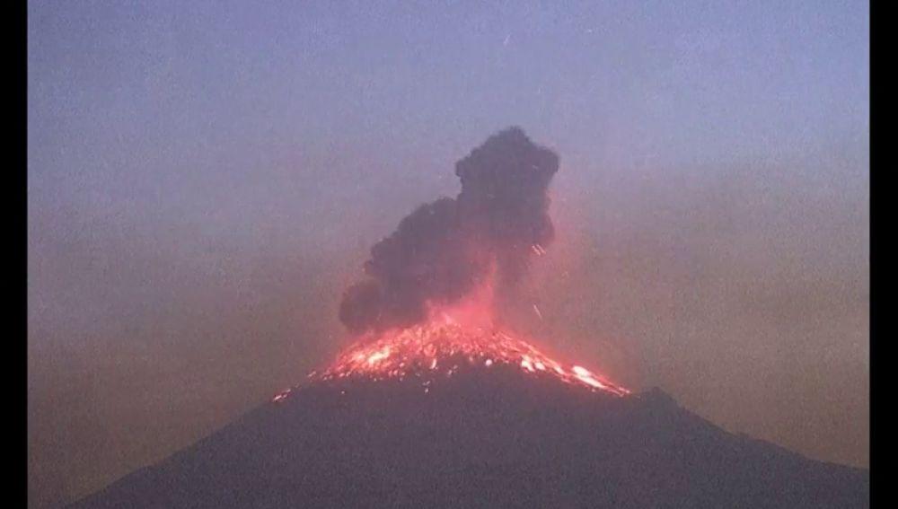 México eleva a fase 3 la alerta por actividad de volcán Popocatépetl