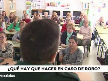 La Guardia Civil de Huelva ofrece cursos a ancianos para evitar atracos