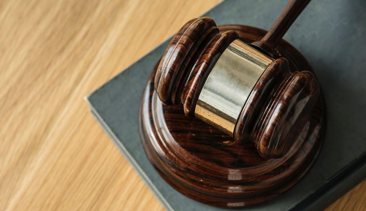El mazo de un juez en un tribunal