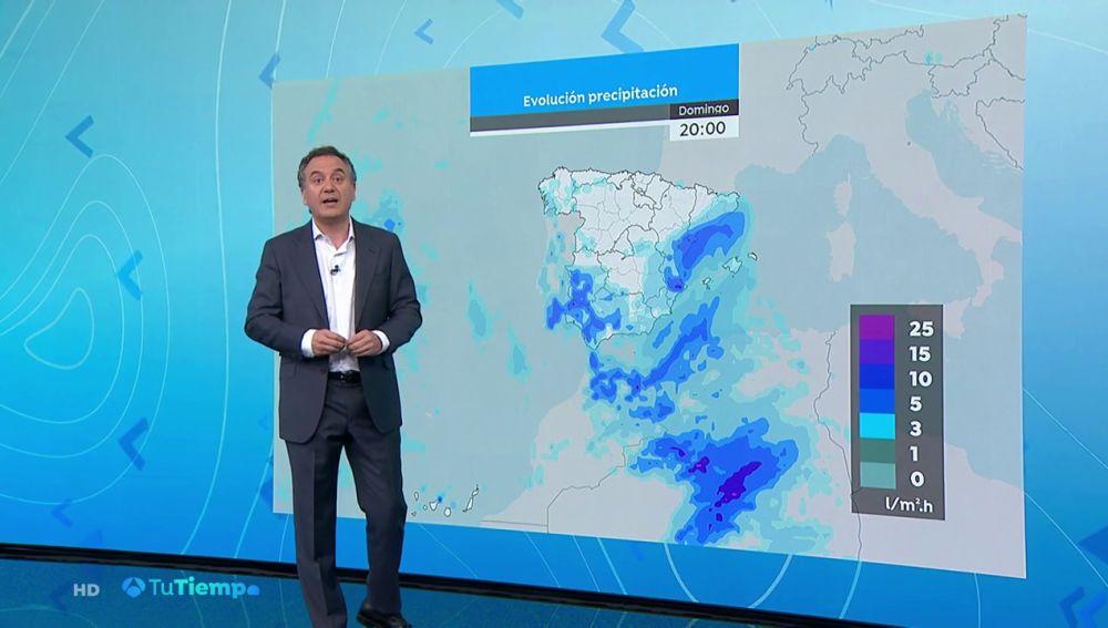 Mañana, chubascos fuertes en las Canarias y poco nuboso en el resto del país