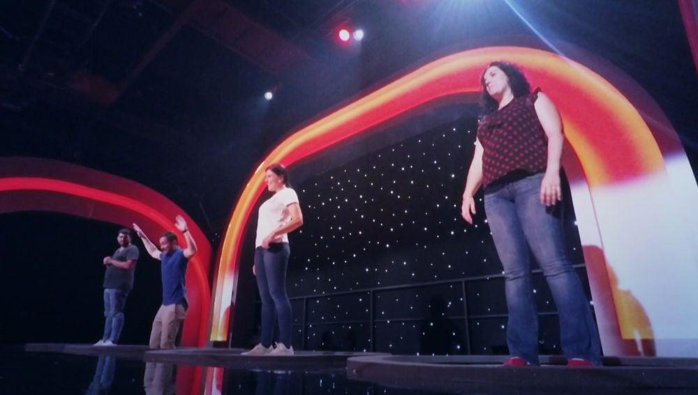 Los concursantes desconciertan a Silvia Abril con sus inesperadas respuestas en 'Acierta o Puerta'