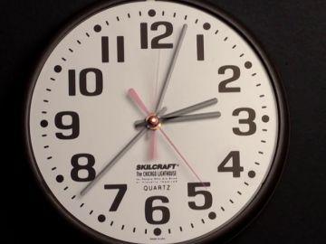 """El """"lío"""" del cambio de hora: ¿se ahorra más dinero?"""