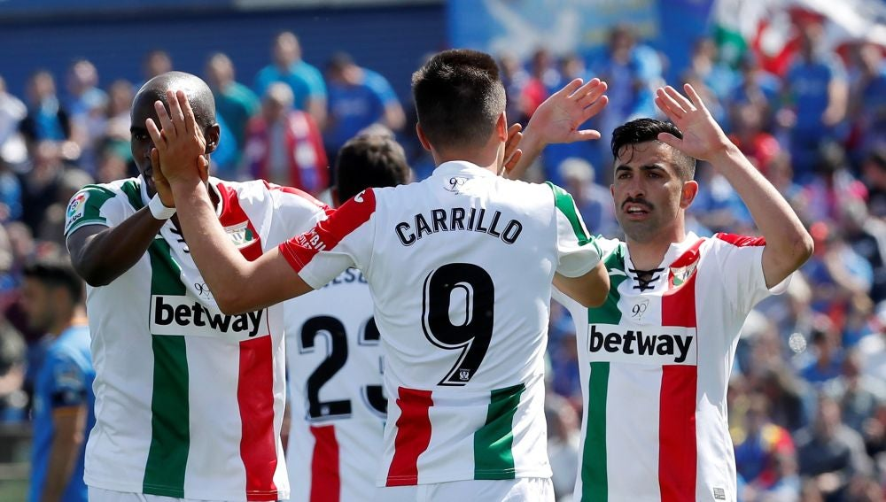 Los jugadores del Leganés celebran uno de los goles contra el Getafe