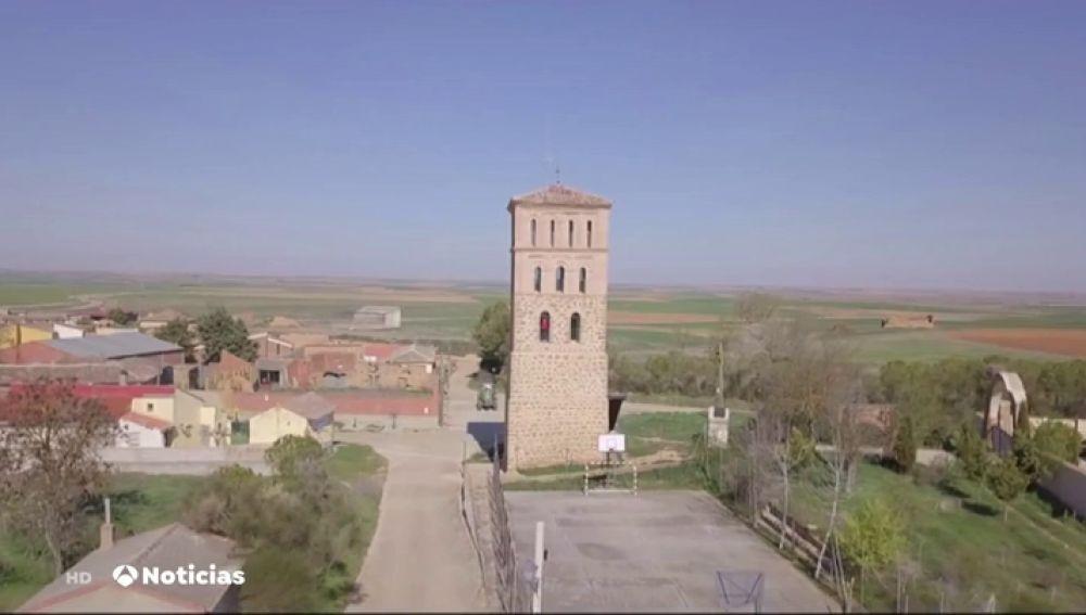 Los Vecinos De Villalan De Campos Con Diez Habitantes Reconvierten La Torre De Su Iglesia En Un Alojamiento Para Atraer Turismo