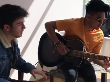 Lion, Andrés Martín y Javier Erro cantando 'Havana'