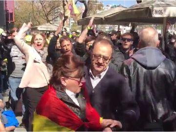 Enfrentamiento entre simpatizantes de Vox e independentistas