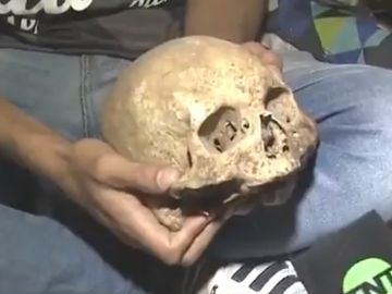 Un hincha argentino desentierra el cráneo de su abuelo