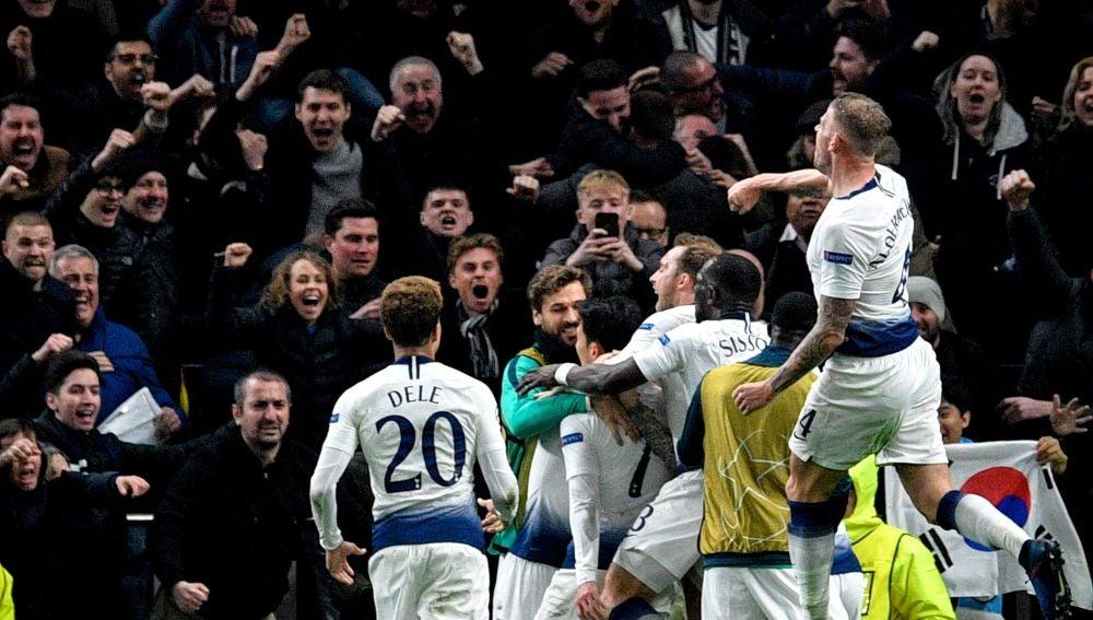 Los jugadores del Tottenham celebran el gol ante el City
