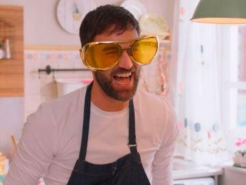 Iñaki imita a Karlos Arguiñano en 'Pon un vasco en tu vida', su nuevo programa de cocina online