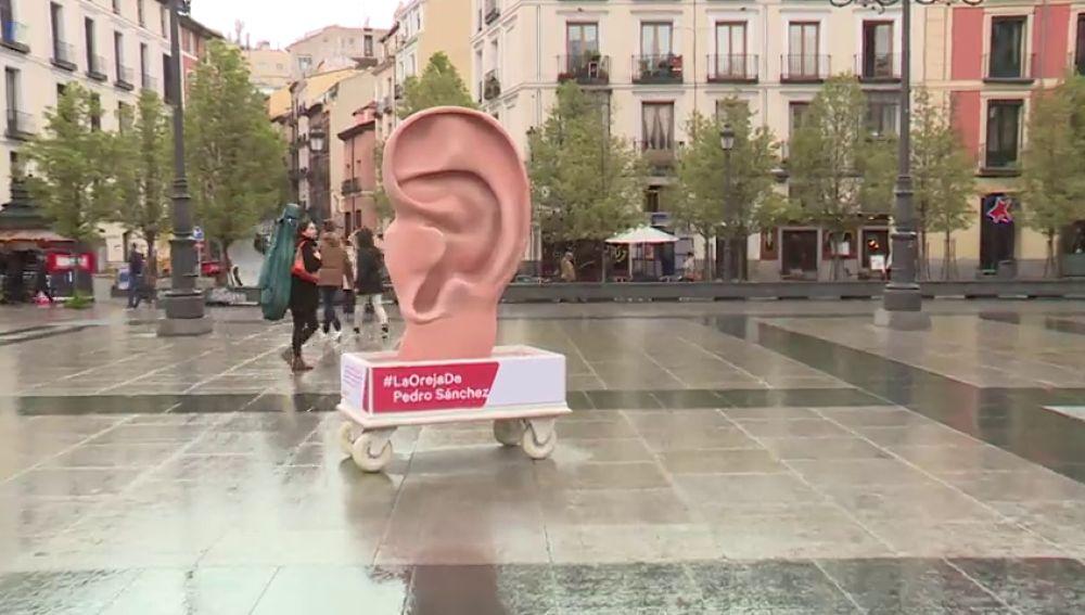 Instalan una oreja gigante para enviar mensajes a los candidatos a la presidencia del Gobierno