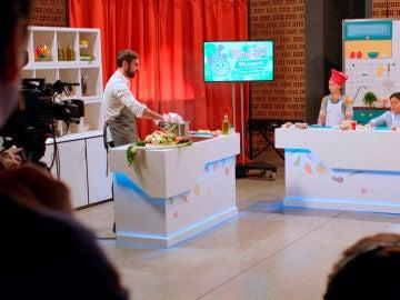 Iñaki, convertido en un cruel chef de cocina infantil