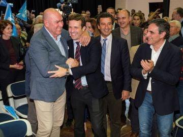 El presidente del PP, Pablo Casado, clausura un acto en el que también participan los presidentes del partido en Baleares, Biel Company