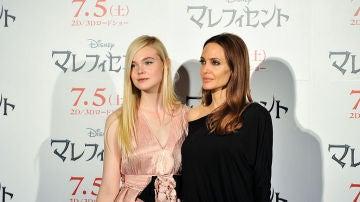 Elle Fanning y Angelina Jolie