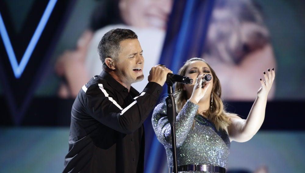 Alejandro Sanz y María Espinosa cantan 'Mi persona favorita' en la Final de 'La Voz'