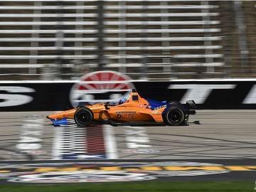 Fernando Alonso, rodando en el óvalo de Texas
