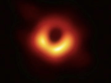 Capturan la primera imagen real de un agujero negro