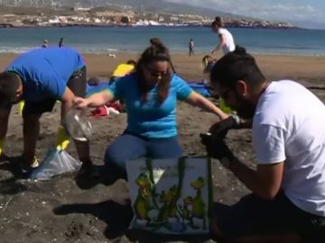 La playa de El Porís es una de las más contaminadas de España