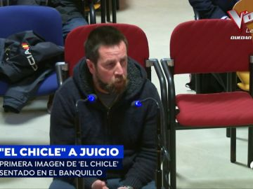 """Las primeras imágenes de 'El Chicle' sentado en el banquillo: """"Le pedí el móvil porque necesitaba dinero"""""""