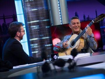 Alejandro Sanz enamora tocando la guitarra y cantando 'Mi persona favorita' en 'El Hormiguero 3.0'