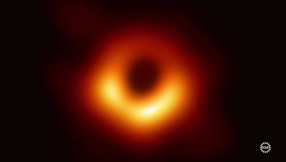 La histórica primera imagen de un agujero negro: ¿Cómo la han captado los científicos?