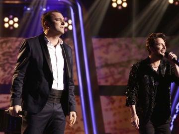 Manuel Carrasco y Javi Moya cantan 'Déjame ser' en la Final de 'La Voz'