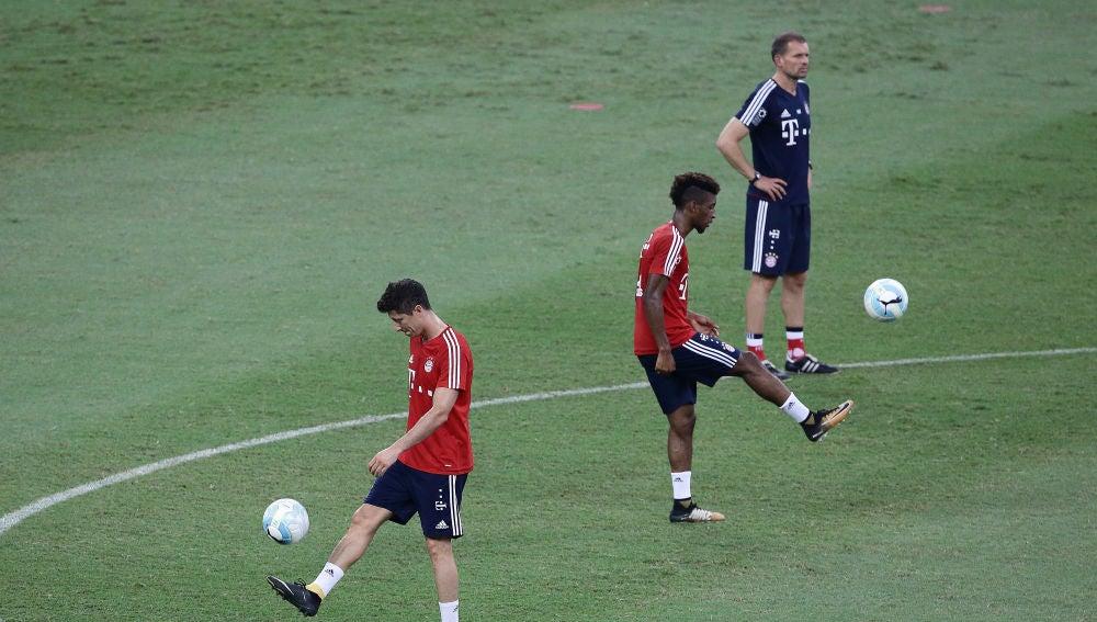 Robert Lewandowski y Kingsley Coman en un entrenamiento