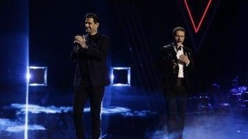Melendi y Ángel Cortés cantan 'Besos a la lona' en la Final de 'La Voz'