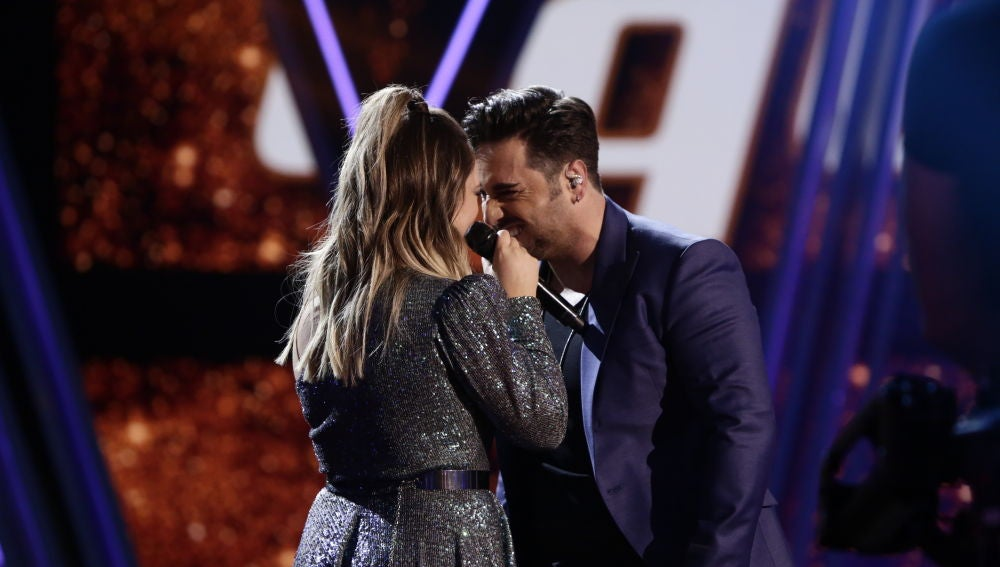 David Bustamante y María Espinosa cantan 'Héroes' en la Final de 'La Voz'