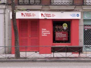 El PP crea 'Falcon viajes', una agencia de viajes en la calle Ferraz para denunciar los abusos de Pedro Sánchez