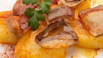 Oreja de cerdo con patatas al pimentón