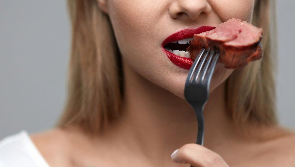 Debes comer carne roja