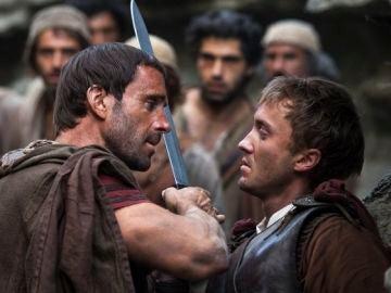 Joseph Fiennes y Tom Felton en 'Resucitado'