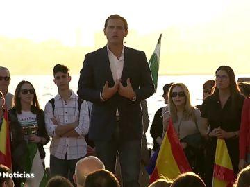 """Rivera teme que Casado haya """"tirado la toalla"""" y le pide que sume con Ciudadanos"""