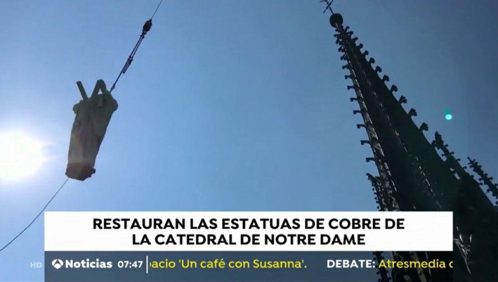 Los turistas ven volar las estatuas de la catedral de Notre Dame