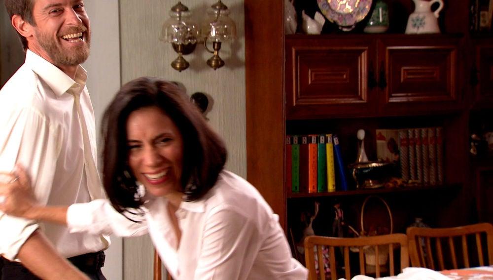 Marcelino le hace la 'cobra' a Manolita en el rodaje 'Amar es para siempre'