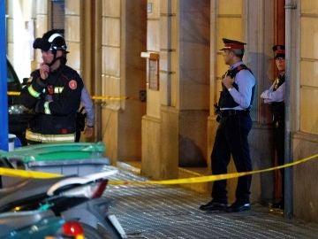 Cordón policial en torno a la casa del atrincherado