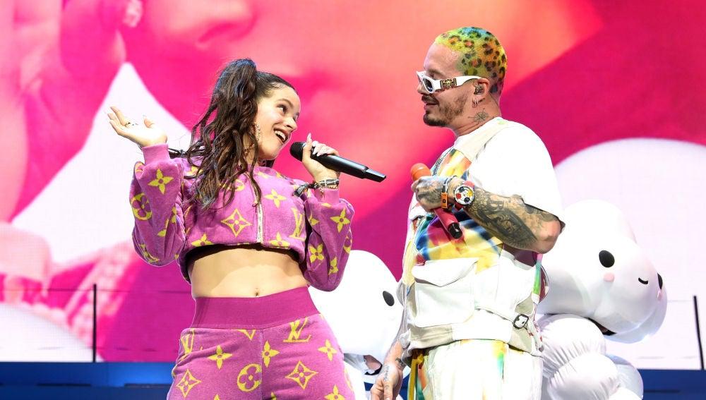 Rosalía y J Balvin cantando 'Con Altura' en Coachella 2019