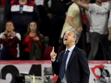Caparrós celebra la victoria contra el Betis
