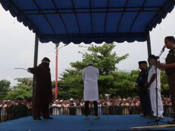 Tres parejas castigadas a 26 varazos en público por adulterio