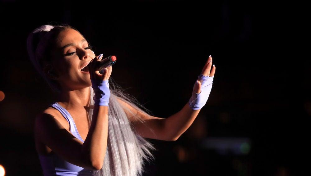 Ariana Grande durante su actuación con Kygo en Coachella 2018