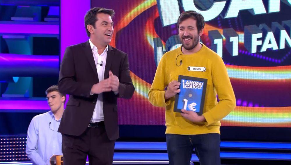 Luismi recibe el euro de '¡Ahora caigo!'