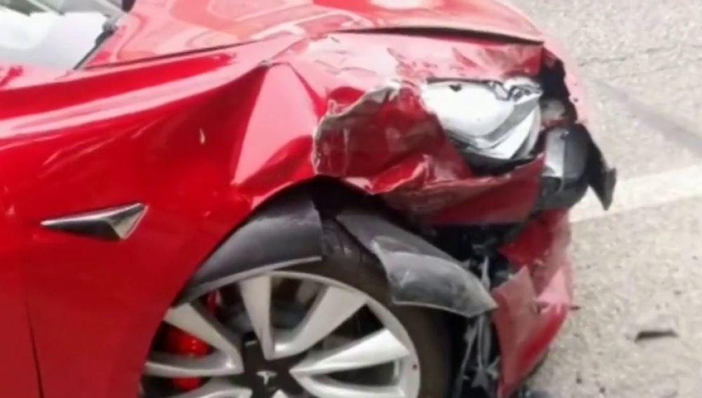 Investigan el accidente de un coche autónomo de Tesla en Pontevedra
