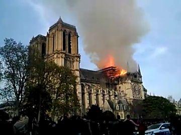 Un incendio obliga a desalojar la catedral de Notre Dame
