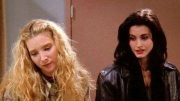 Lisa Kudrow y Courteney Cox, Phoebe y Mónica en 'Friends'